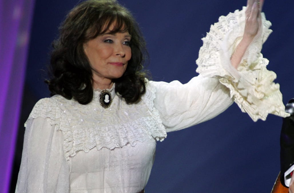 loretta lynn 39 doing great 39 after moving from hospital to