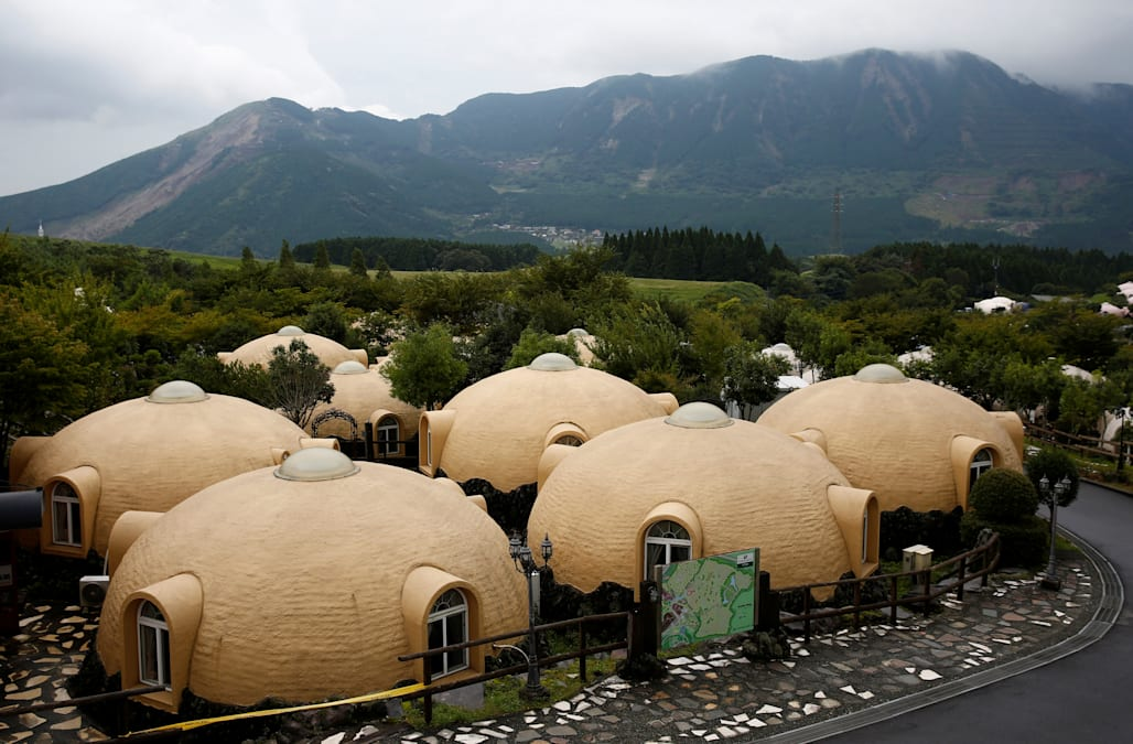 Japan 39 s quirky quake resistant dome houses prove a big for Dome house in japan