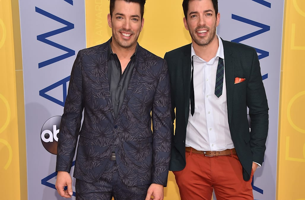 39 property brothers 39 star drew scott engaged to longtime girlfriend linda phan aol entertainment. Black Bedroom Furniture Sets. Home Design Ideas