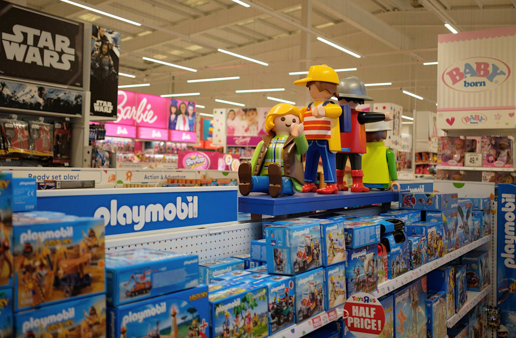 Toys R Us store business hours will be extended with an earlier open time on Black Friday, but the company does not reveal the exact time until right before the holiday. Most retail stores that are not open 24 hours will open between 5 a.m. and 6 a.m. on Black Friday.