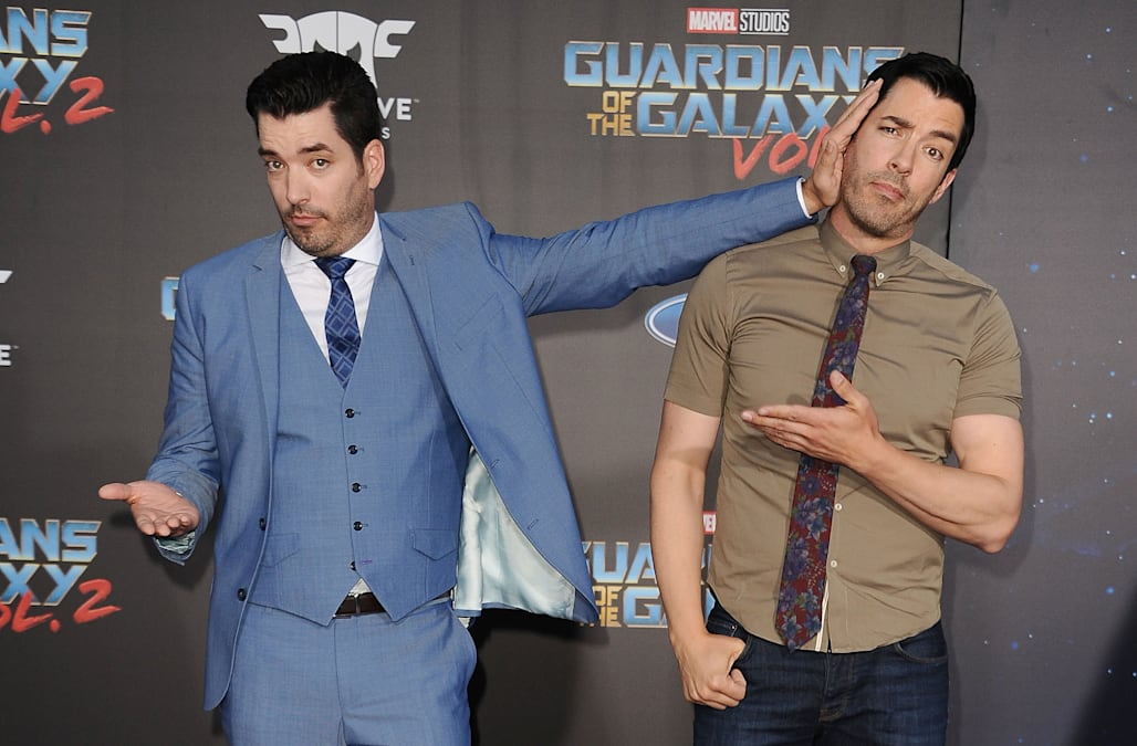 are jonathan and drew scott married or dating