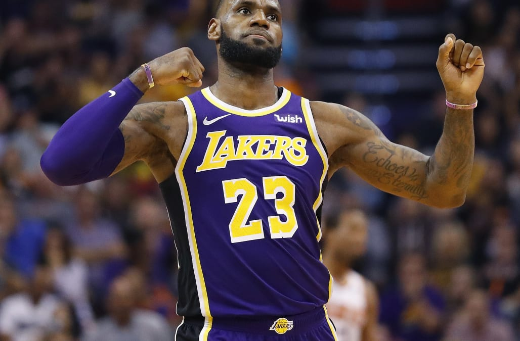 huge selection of ea2d6 e0e5c LeBron James wears Beto O'Rourke hat ahead of Lakers game in ...