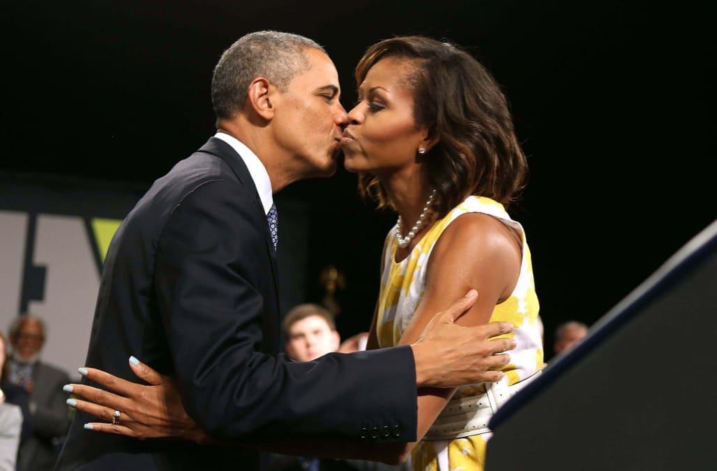 Картинки по запросу barack and michelle obama kiss