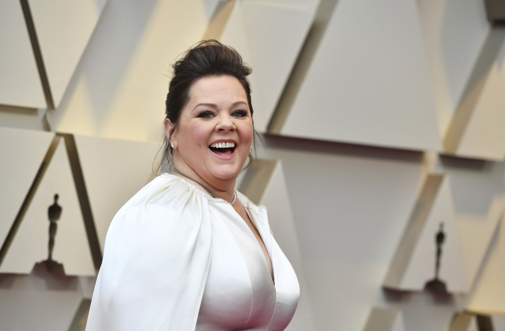 Oscars 2019: Supreme Actress nominee Melissa McCarthy arrives in a jumpsuit and cape - AOL