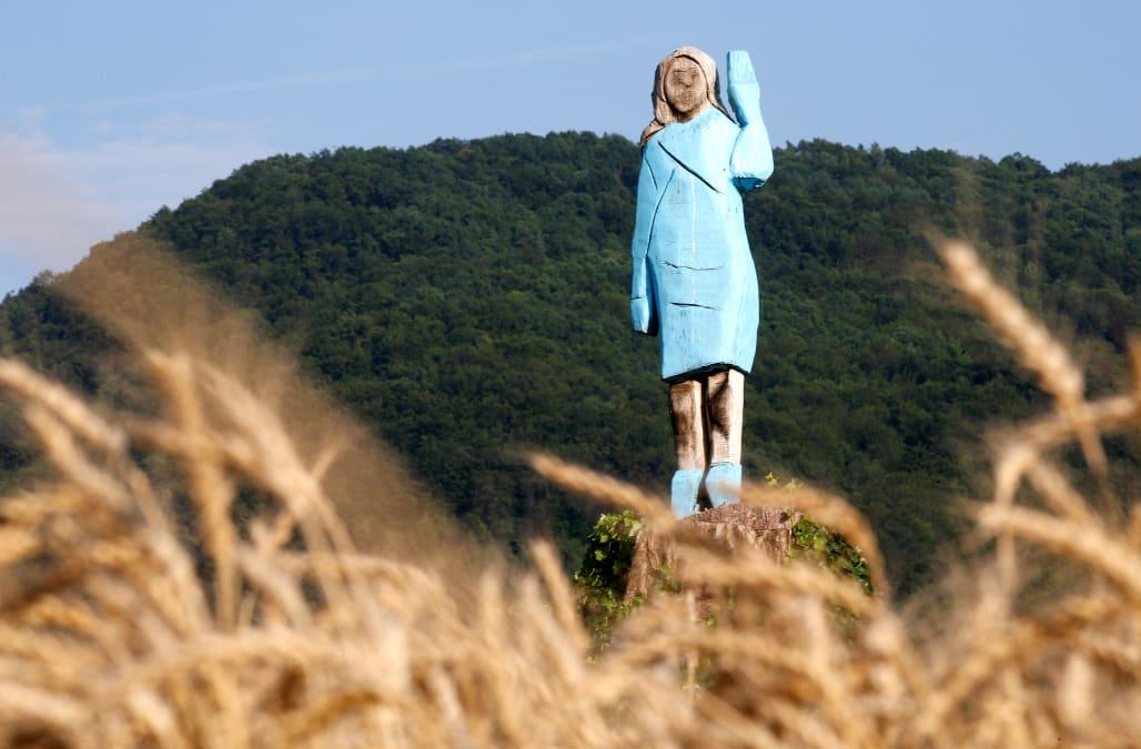 Resultado de imagem para melania trump statue slovenia