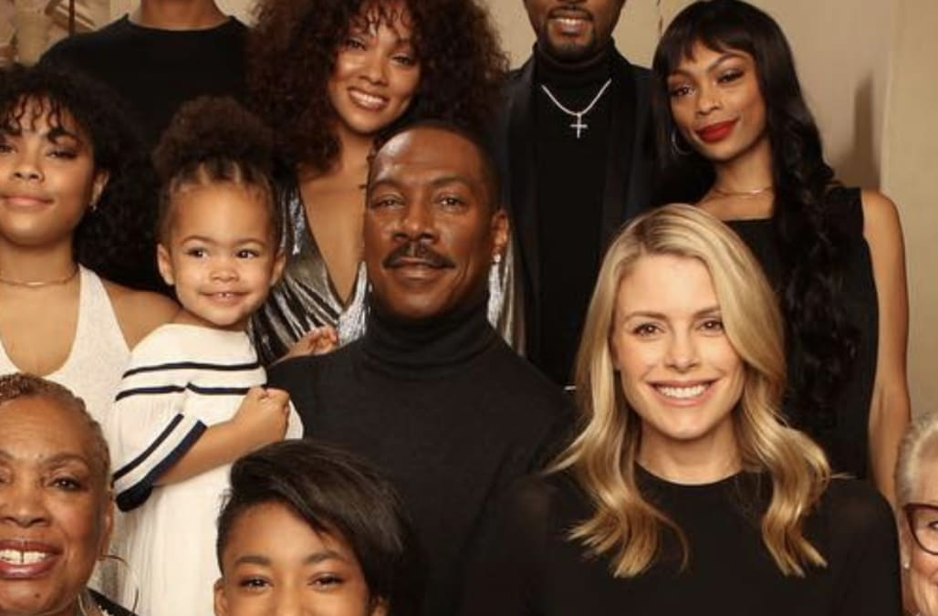Eddie Murphy Poses With All 10 Of His Kids For The First Time Pic