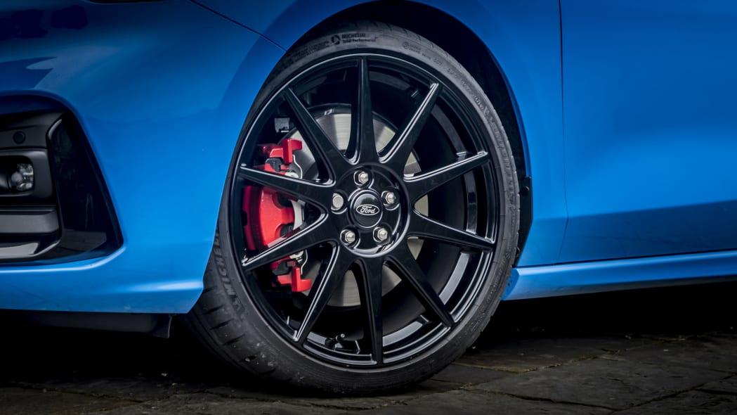 Ford Focus ST erhält in Europa ab Werk einstellbares Gewindefahrwerk