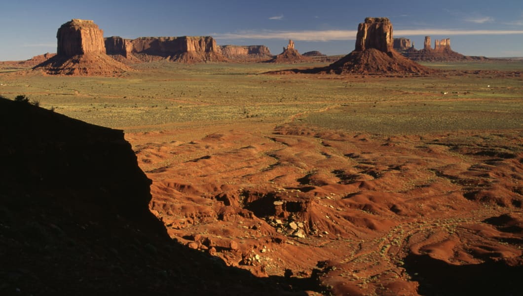 UNITED STATES - APRIL 23: Monoliths, Monument Valley, Navajo Tribal Park, Arizona and Utah, United States of America. (Photo by DeAgostini/Getty Images)