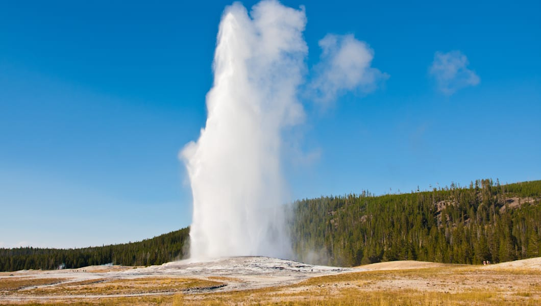 eruption of old faithful geyser ...