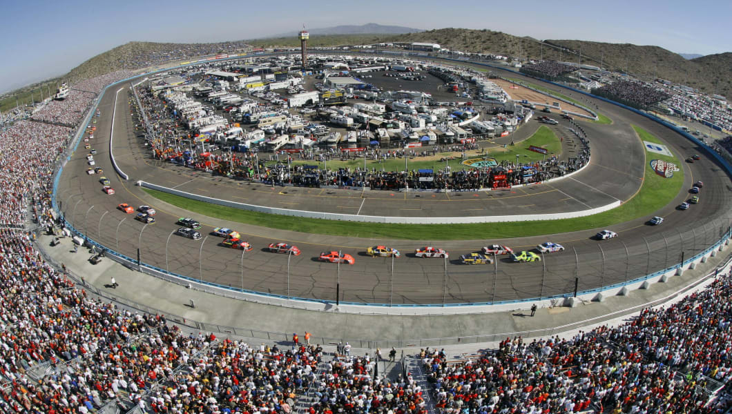 Drivers start the Checker Auto Parts 500 auto race Sunday, Nov. 12, 2006 in Avondale, Ariz. (AP Photo/Matt York)