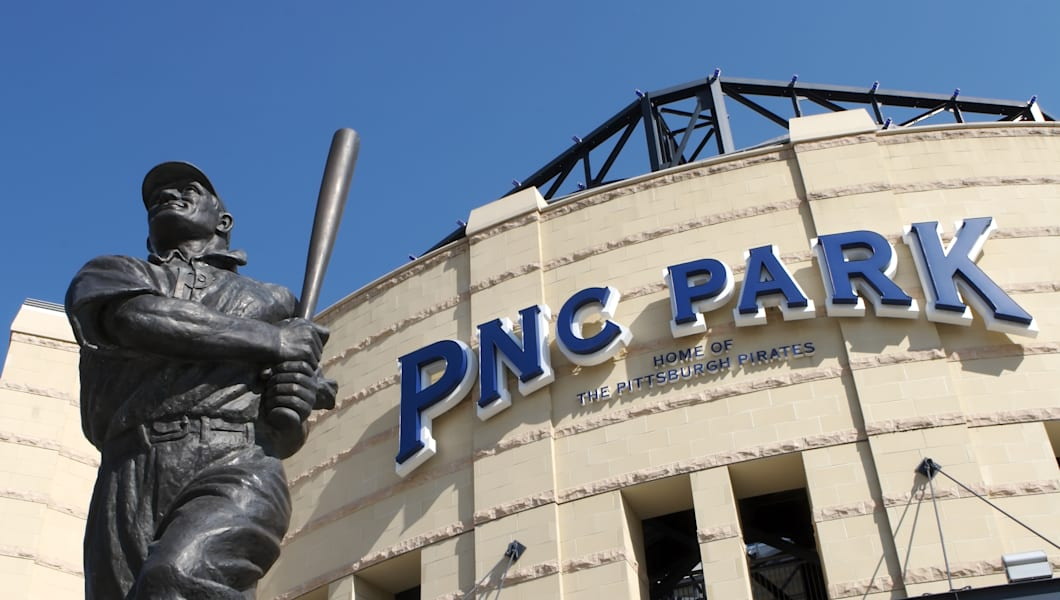 honus wagner statue at pnc park ...