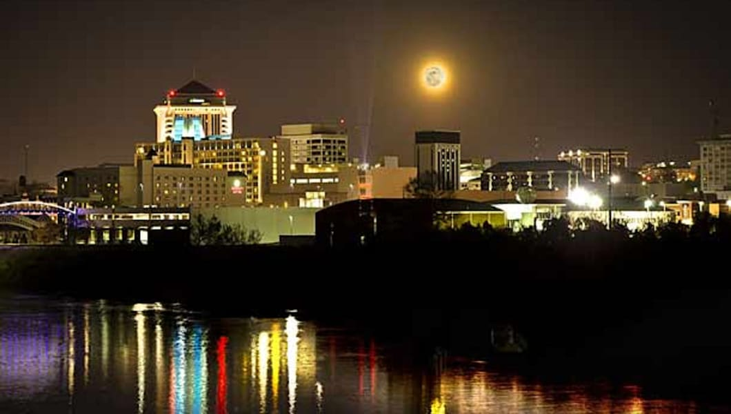 hotels in downtown montgomery al for business travelers. Black Bedroom Furniture Sets. Home Design Ideas