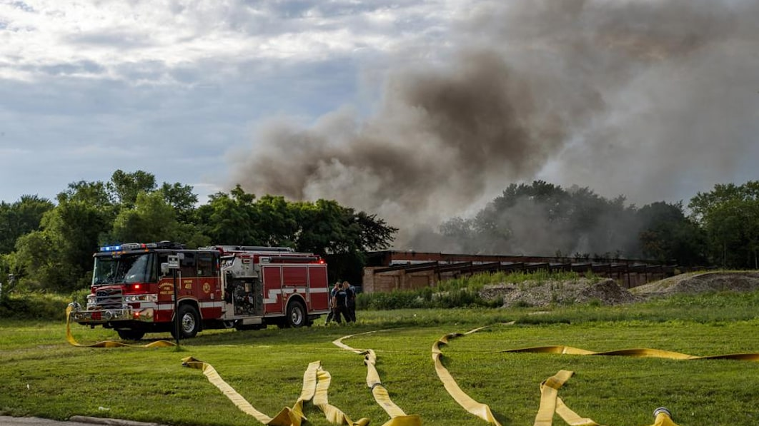 100 tons of lithium batteries explode in burning Illinois building
