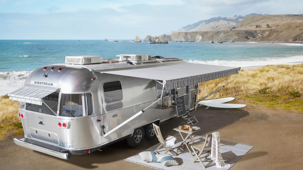 Airstream x Pottery Barn Wohnwagen macht das Reisen noch wohnlicher