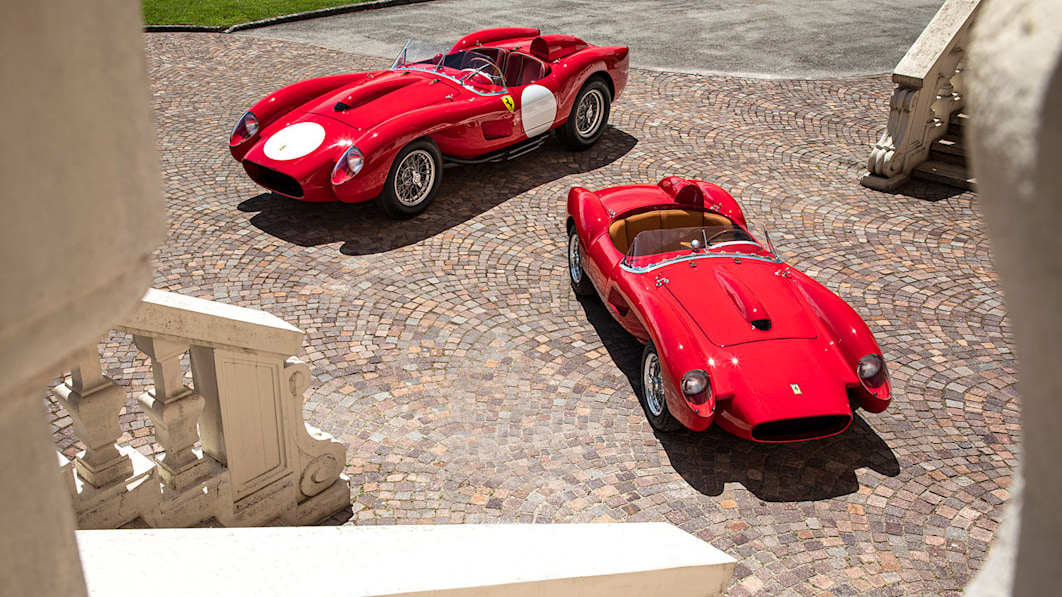 Ein elektrischer Ferrari 250 Testa Rossa geschrumpft auf Kindergröße