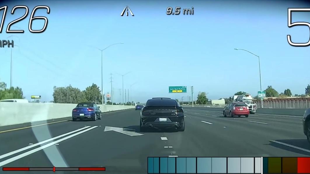 Chevy-Händler in Kalifornien ersetzt die Corvette eines Kunden, nachdem der Techniker bei einem Straßenrennen 148 km/h erreicht hat