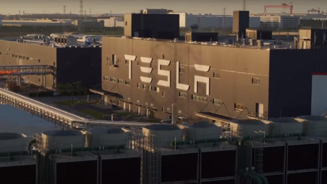 Tesla bietet Einblicke in die Giga Shanghai Fabrik€