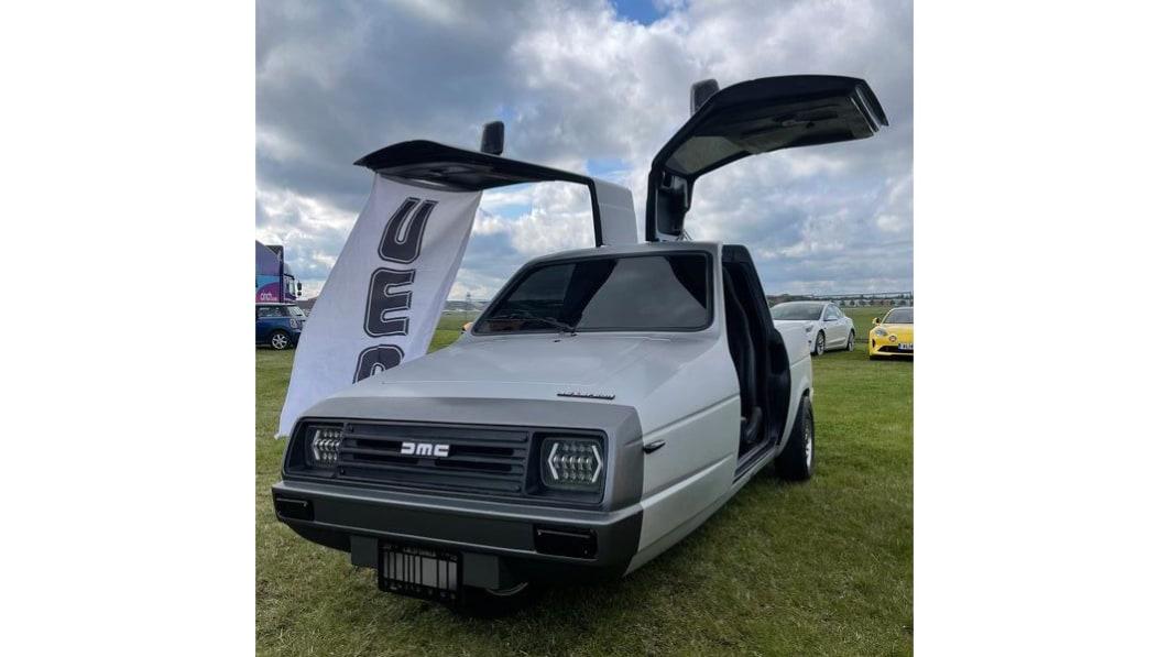 Der DeLorean DMC-21 ist ein dreirädriger englischer Kipper im Original€