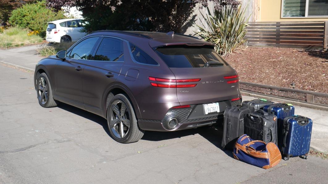 2022-Genesis-GV70-luggage-test.jpg