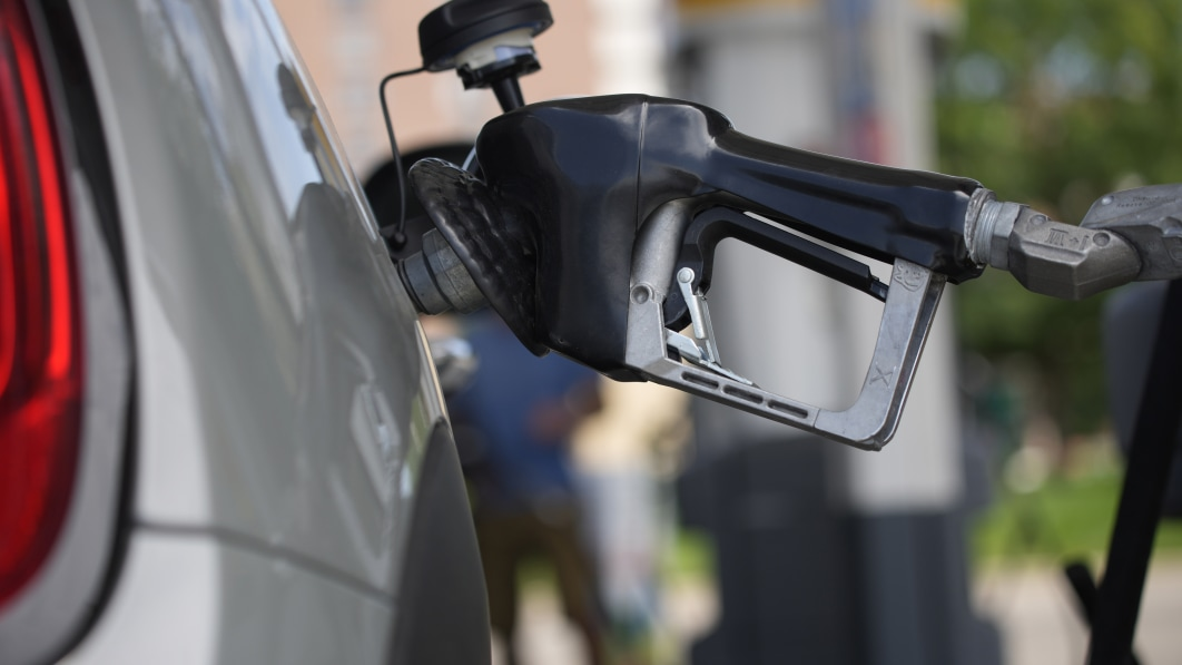 New report suggests EV incentives aimed toward gasoline 'superusers'