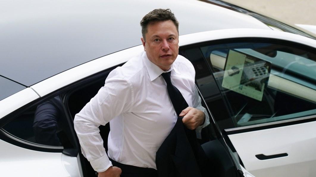 """Musk gibt zu, dass Teslas jüngstes Software-Update für selbstfahrende Autos """"nicht großartig"""" ist"""