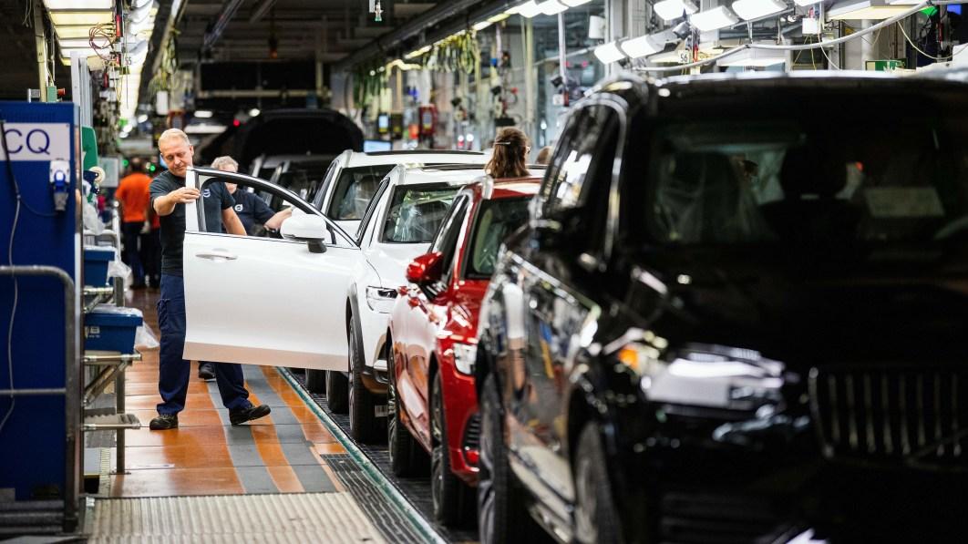 Volvo schließt Werk in Göteborg wegen Chipmangels