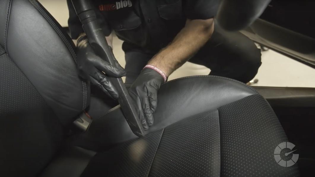 Wie man Autositze aus Leder reinigt und was man dafür braucht€