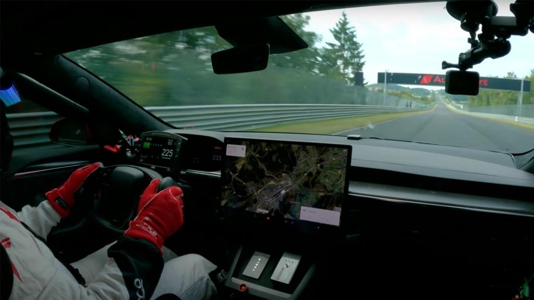 Tesla Model S Plaid holt sich auf dem Nürburgring die Bestzeit vom Taycan€