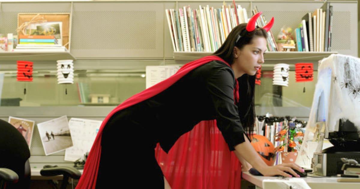 0cd63dbcd2679d Situation délicate  7 règles de conduite pour fêter l Halloween au bureau    HuffPost Québec