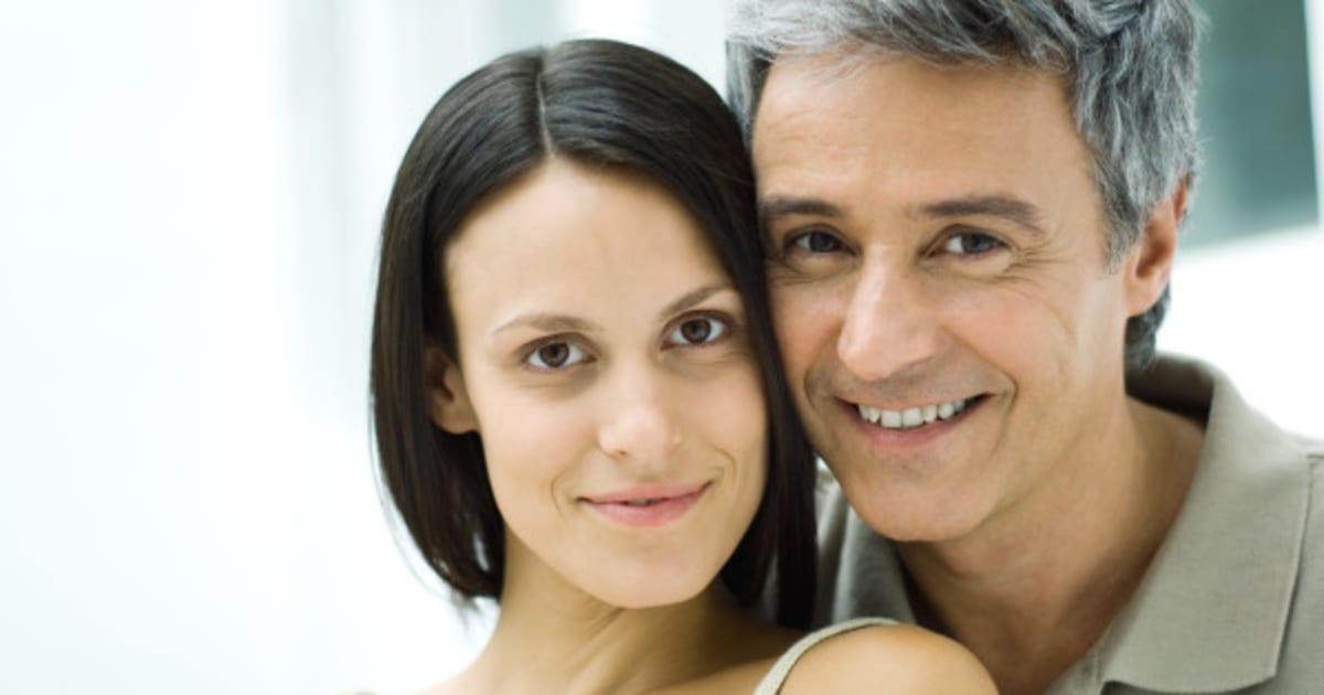 Взрослые Женщины И Молодые Мужчины От