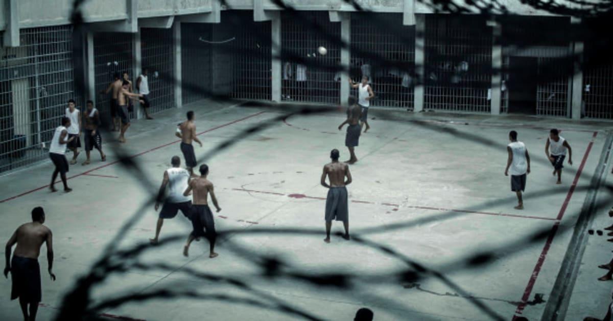 """Quanto mais presos, maior o lucro: conheça a """"primeira penitenciária privada do país"""" em MG"""