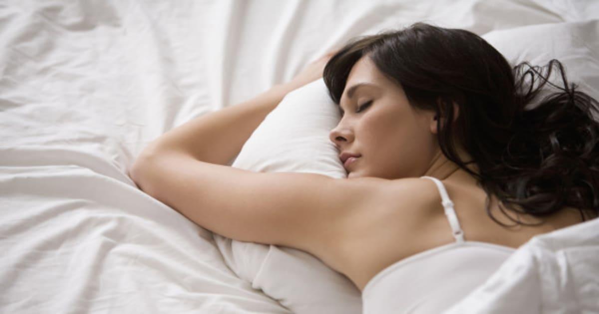 La guía de las mejores (y las peores) posturas para dormir