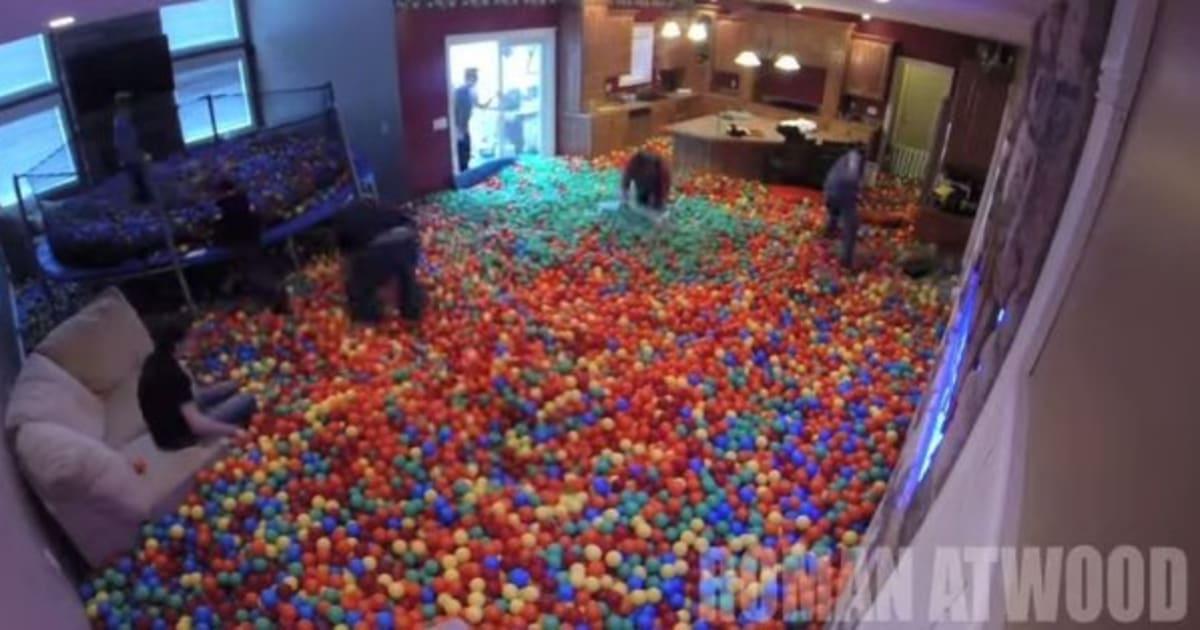 VIDÉO. Il transforme son salon en piscine à balles: la ...