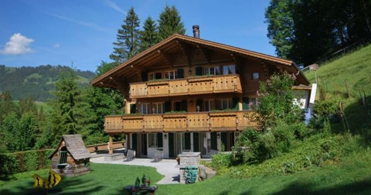 Photos johnny hallyday son chalet de gstaad est en vente for Acheter maison france voisine geneve