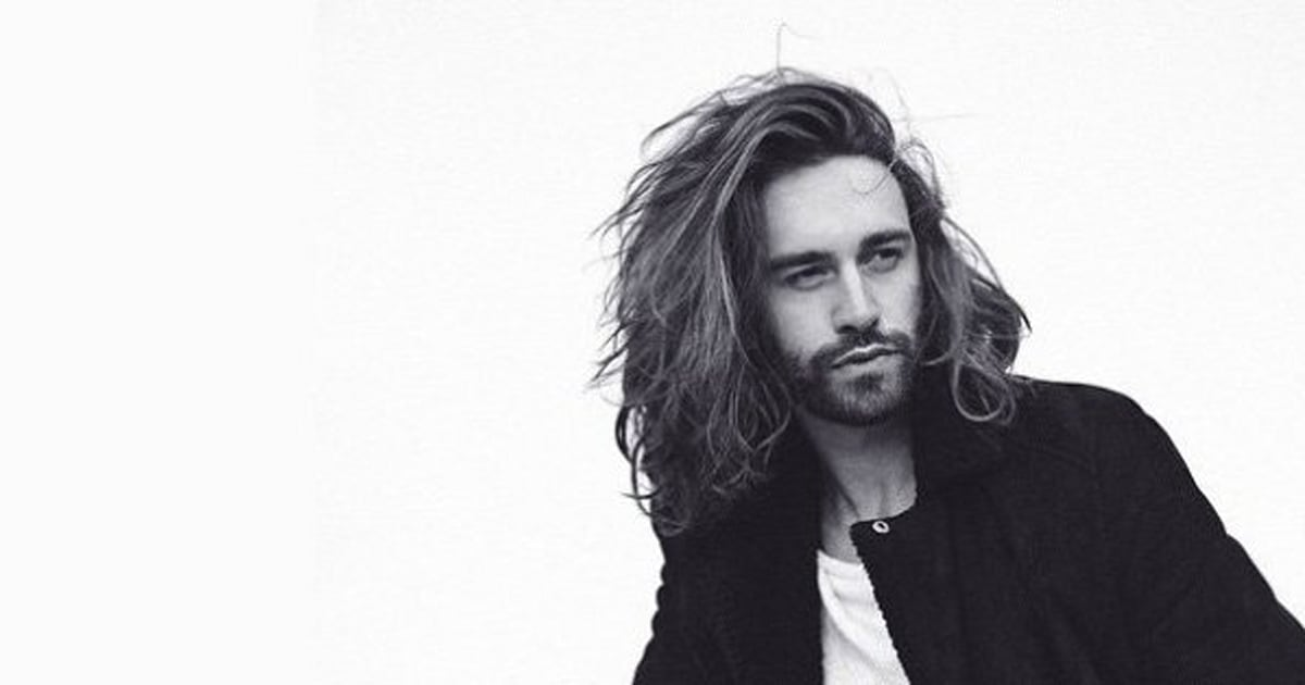 20 hommes qui portent parfaitement la barbe et les cheveux longs
