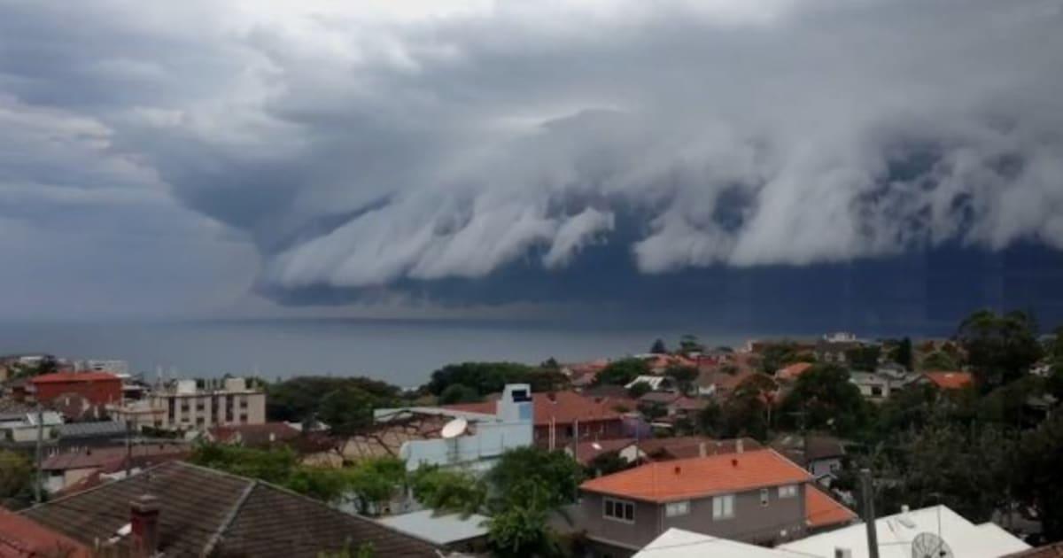 VidÉo un nuage en forme de vague ébahit les habitants de sydney