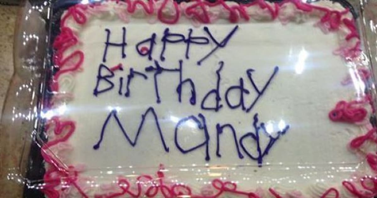 Theres A Heartwarming Story Behind The Writing On This Cake
