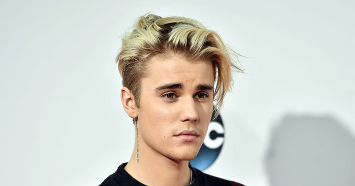 photos justin bieber exhibe ses nouveaux cheveux violets. Black Bedroom Furniture Sets. Home Design Ideas
