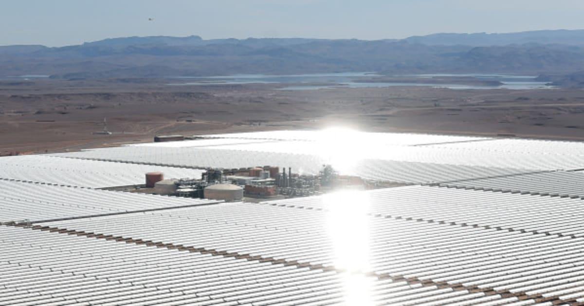 Ce qui deviendra la plus grande centrale solaire du monde a été inaugurée dans le désert du Maroc