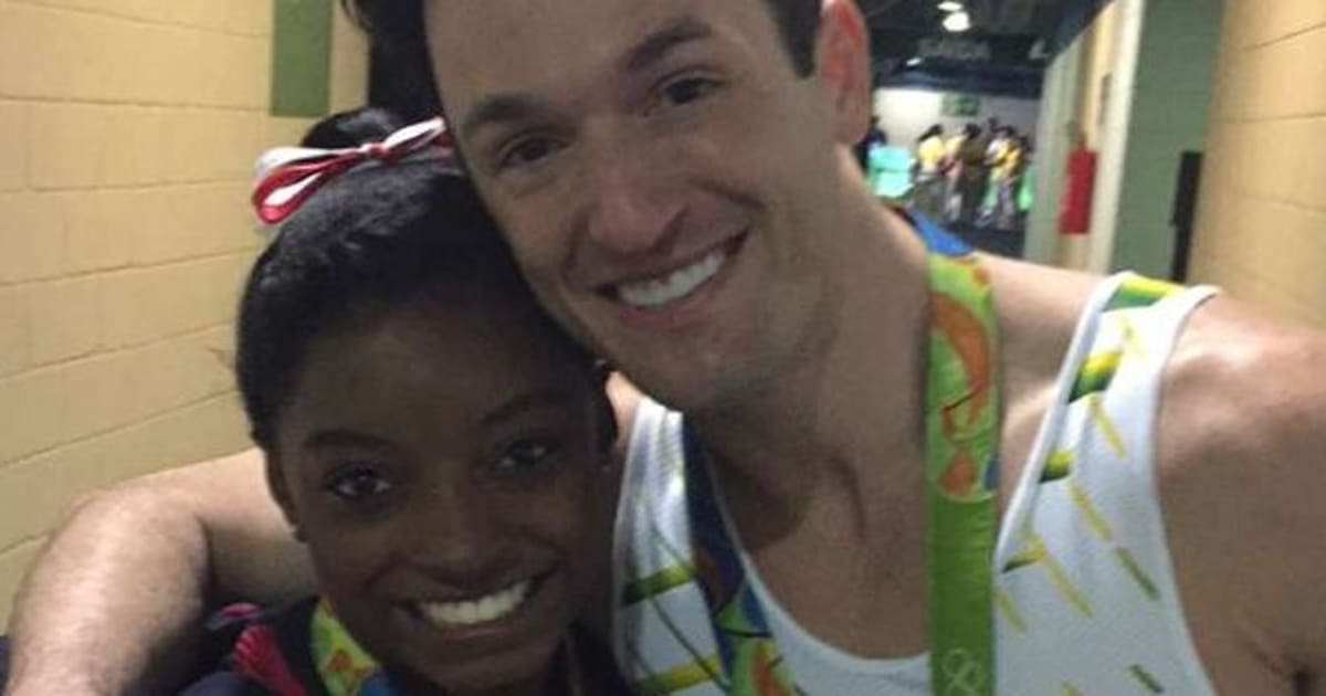 Diego Hypolito e Simone Biles 'ostentam' medalhas no Snapchat