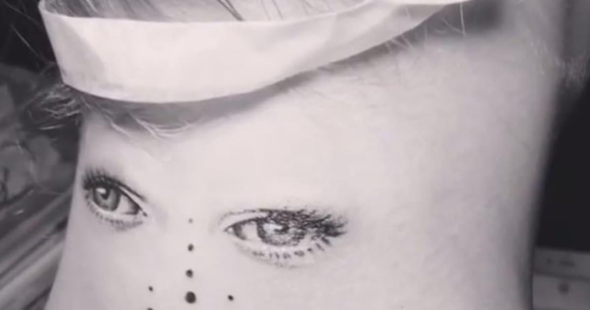 Le Nouveau Tatouage De Cara Delevingne En Met Plein Les Yeux Le