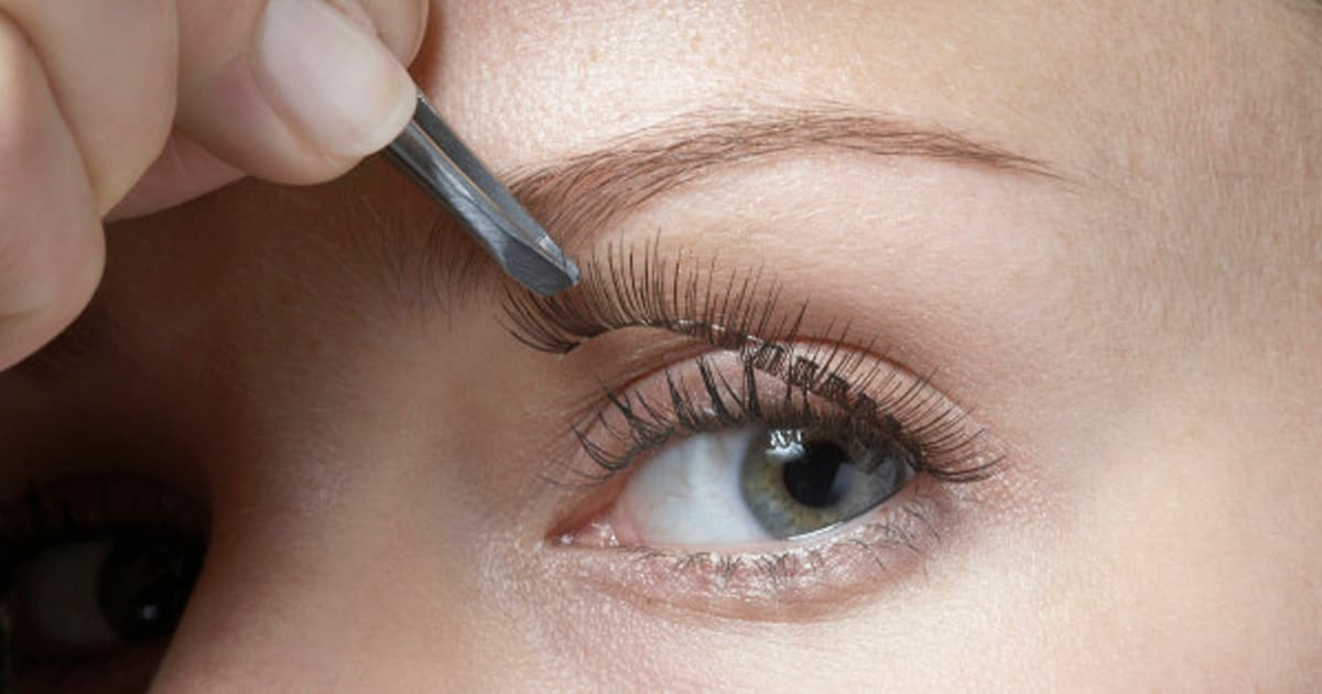 How To Apply False Eyelashes For A Natural Look Huffpost Canada