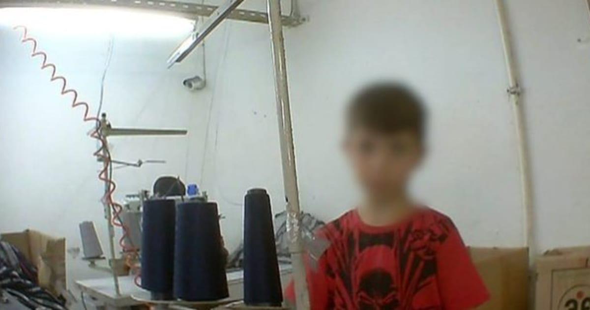 シリア難民、トルコの工場で不法就労させられる アパレルブランドの衣服を製造