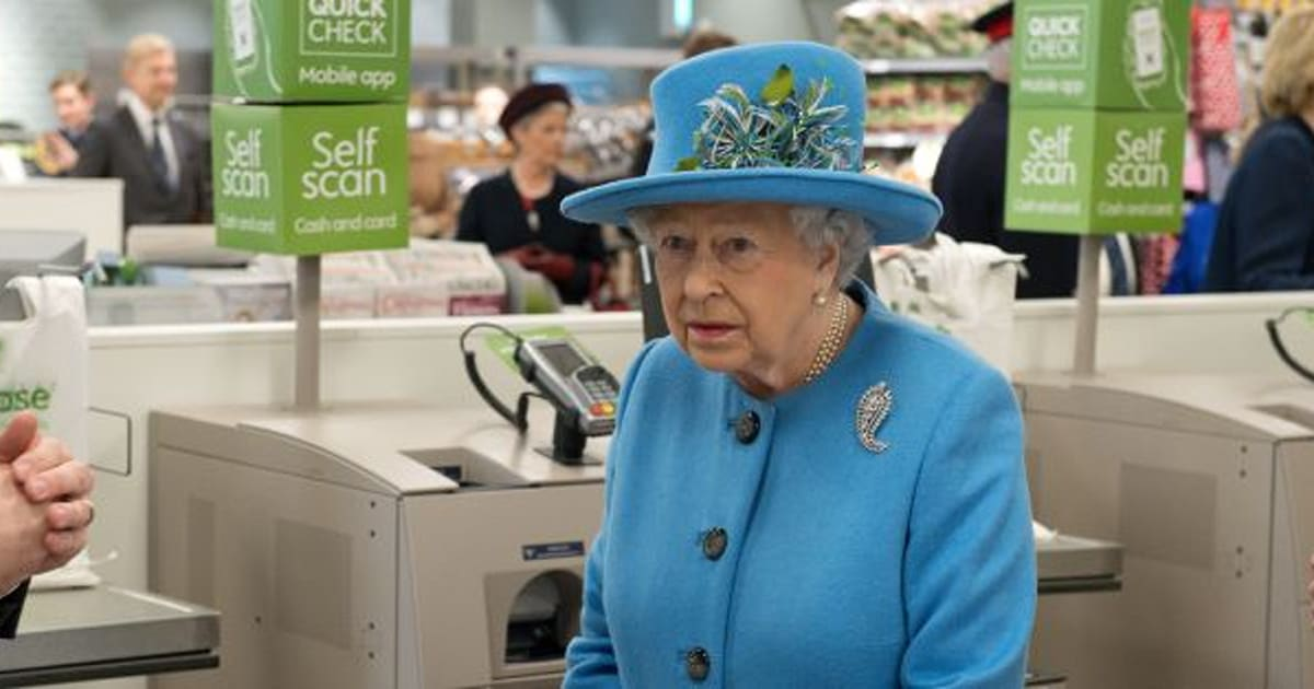 Queen Elizabeth Looks Like She\'s Never Been Inside A Grocery Store ...