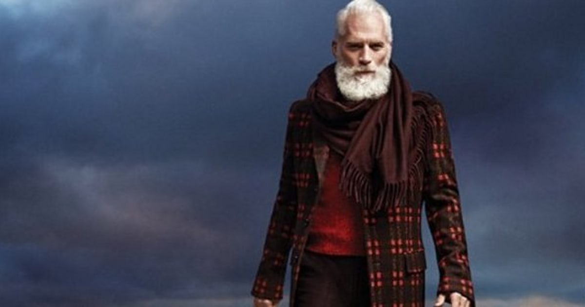 4a0fa633e796 Toronto s Yorkdale Mall Replaces World-Famous  Fashion Santa