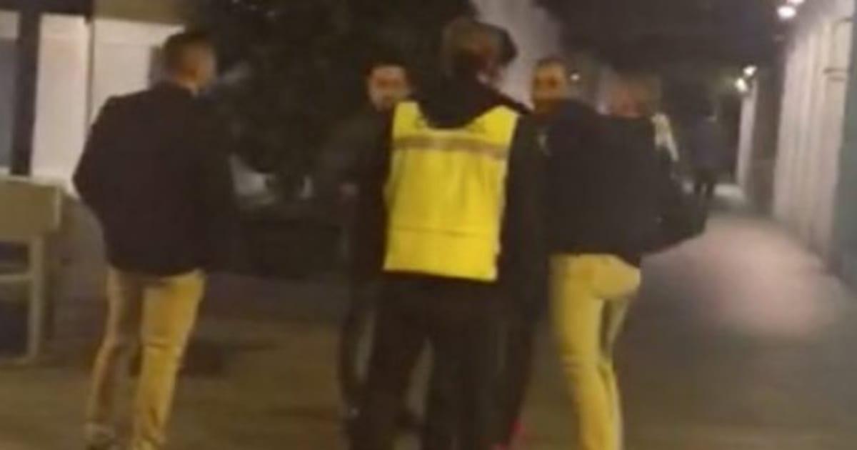 El joven agredido por un portero en Murcia ya consigue mantenerse en pie