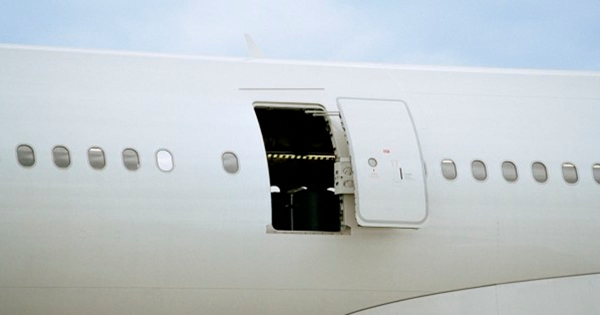 Brandon Michael Courneyea Air Canada Passenger Allegedly Tries To Open Door Mid-Flight & Brandon Michael Courneyea Air Canada Passenger Allegedly Tries ... Pezcame.Com