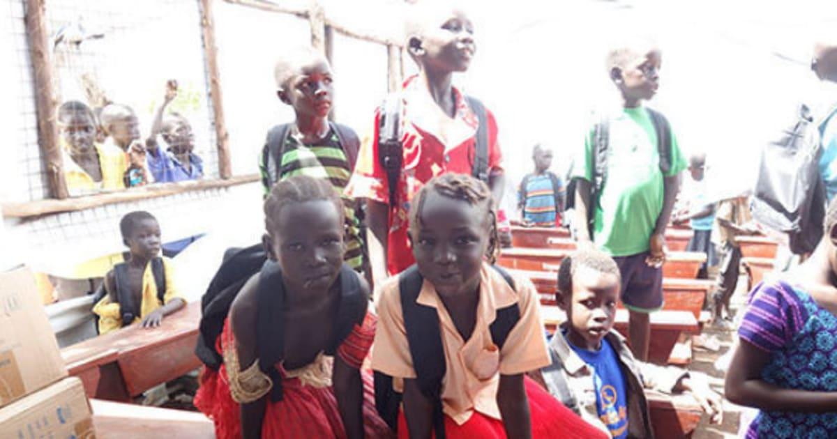 ウガンダ:祖国の将来を担う子ど...