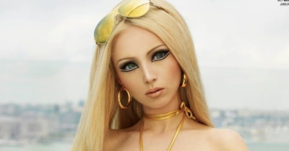 PHOTOS. Valeria Lukyanova, La Barbie Humaine Pose Pour V