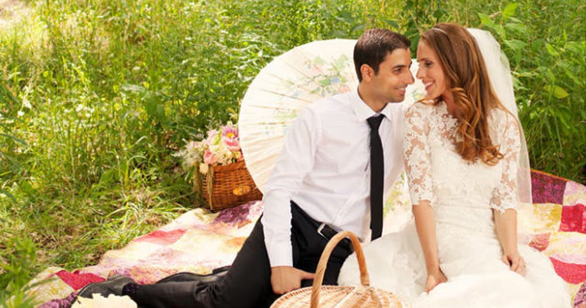 Real Wedding: A Picnic In Toronto's Trinity-Bellwoods Park